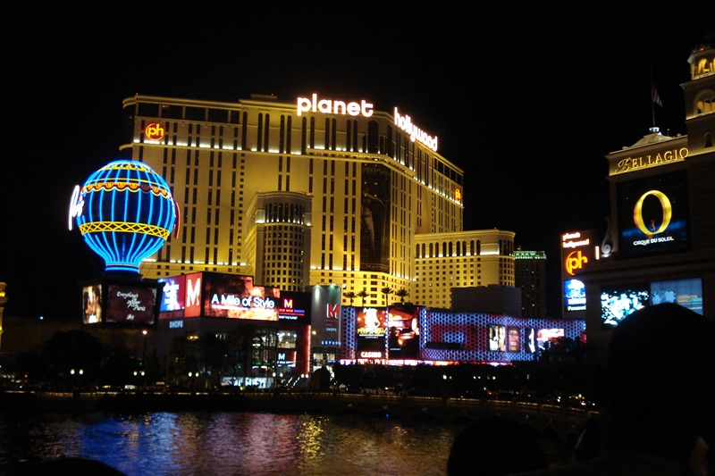 Planet_hollywood_resort-night.JPG